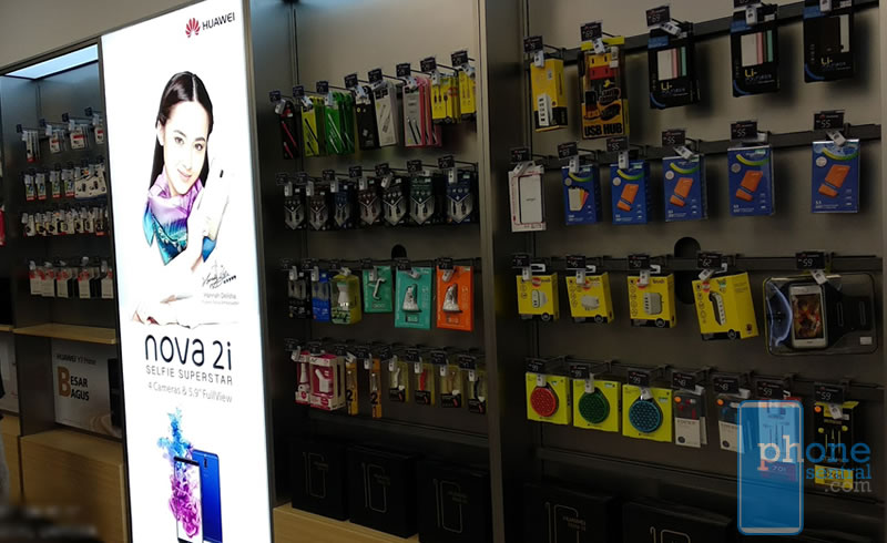 Accesories at the Huawei Experience Store VivaCity