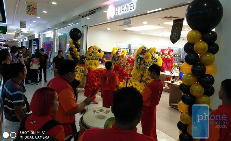 Huawei Experience Kuching Store Opening