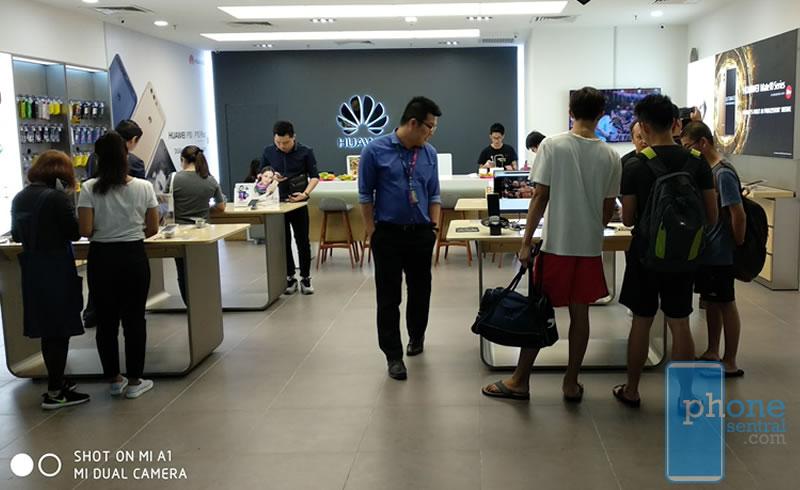Huawei Experience Store Kuching inside